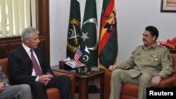Tân Tổng tư lệnh quân đội Pakistan Raheel Sharif (phải) gặp Bộ trưởng Quốc phòng Hoa Kỳ Chuck Hagel ở Rawalpindi, Pakistan, D9/12/2013.