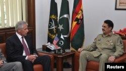 哈格爾(左)會晤了巴基斯坦軍隊首腦拉赫利沙里夫(右)