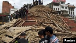 Cảnh hoang tàn sau trận động đất ở Kathmandu, Nepal 25/4/15