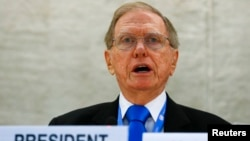 마이클 커비 유엔 북한인권조사위원장이 지난달 17일 스위스 제네바에서 열린 제24차 유엔 인권이사회에서 그 동안의 조사 결과를 보고하고 있다.
