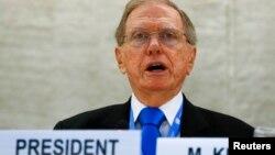마이클 커비 유엔 북한인권조사위원장이 17일 스위스 제네바에서 열린 제24차 유엔 인권이사회에서 그 동안의 조사 결과를 보고하고 있다.