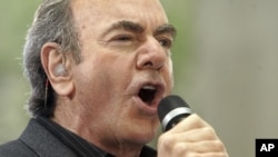 Neil Diamond in concert (2008 file photo)