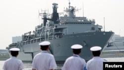 រូបឯកសារ៖ នាវា HMS Albion របស់កងទ័ពជើងទឹកចក្រភពអង់គ្លេស បានមកដល់កំពង់ផែ Harumi Pier ក្នុងទីក្រុងតូក្យូ ប្រទេសជប៉ុន កាលពីខែសីហា ឆ្នាំ២០១៨។