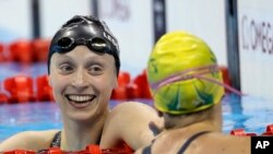 Katie Ledecky của Mỹ, trái, và Tamsin Cook của Australia tại Olympic Rio, Brazil, 11/8/2016.