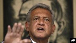 El candidato del PRD, Andres Manuel Lopez Obrador, insiste en no reconocer el resultado electoral tras las denuncias de compra de votos.
