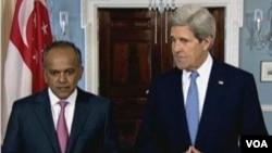 新加坡外長尚穆根與美國國務卿克里會晤(美國之音視頻截圖)