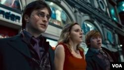 Potter, Hermione y Ron llevan diez años en las aventuras de esta historia que está por llegar a su fin.