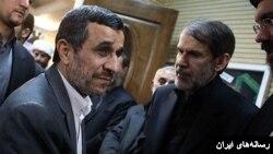 صادق محصولی (راست) در کنار محمود احمدی نژاد - آرشیو