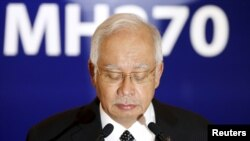 Premijer Malezije Nadžib Razak potvrdio je da je su ostaci pronadjeni na ostrvu deo nestalog aviona Malezija Erlajnza.