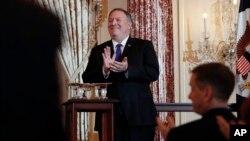 مایک پمپئو در جریان مراسم روز دوشنبه ۲۰ خرداد در وزارت خارجه آمریکا
