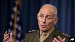 Gen. John Kelly akizungumza na wanahabari kwenye jengo la Pentagon Jumatano