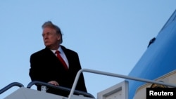 川普2018年2月3日登機前往佛羅里達州(路透社)