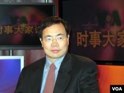 2007年3月1日,总部设在美国的博讯新闻网的总编韦石参加美国之音电视节目