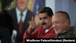 ملک کی خراب معاشی صورتِ حال کے باعث صدر مدورو ملک میں انتہائی غیر مقبول ہیں۔ (فائل فوٹو)