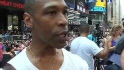 یوگای دسته جمعی در میدان تایمز نیویورک