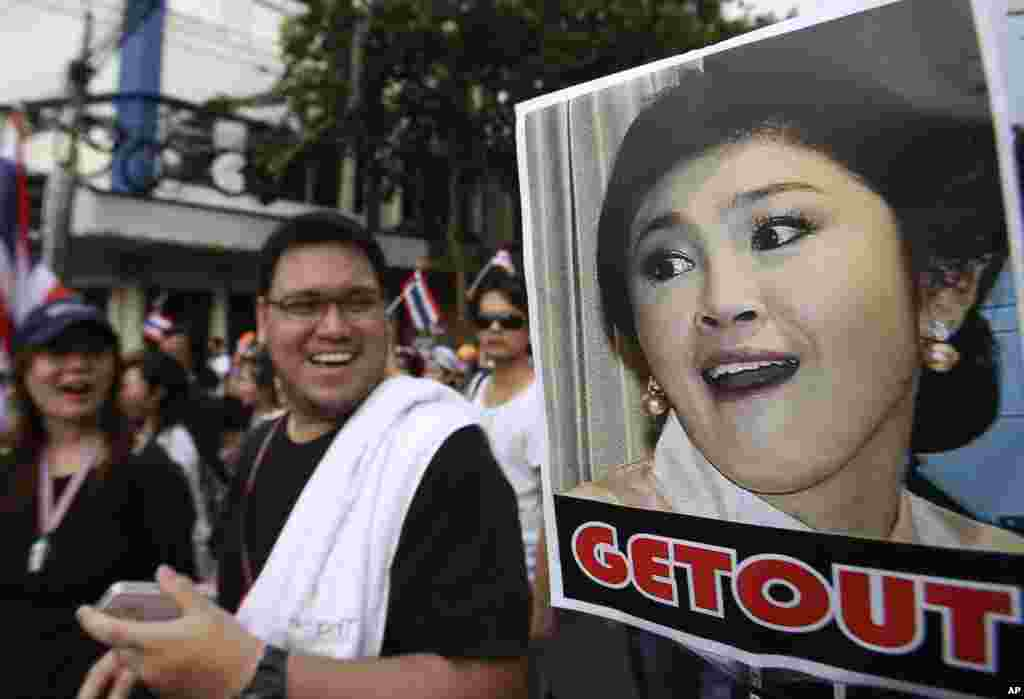 A poster of Thai Prime Minister Yingluck Shinawatra is displayed during a rally against an amnesty bill in Bangkok, Nov. 11, 2013.