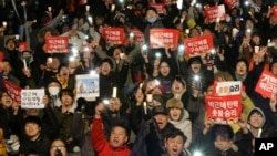 "Protesters shout slogans during a rally calling for impeached President Park Geun-hye's arrest in Seoul, South Korea, March 10, 2017. The signs read ""Park Geun-hye's arrest."" (AP Photo/Ahn Young-joon)"