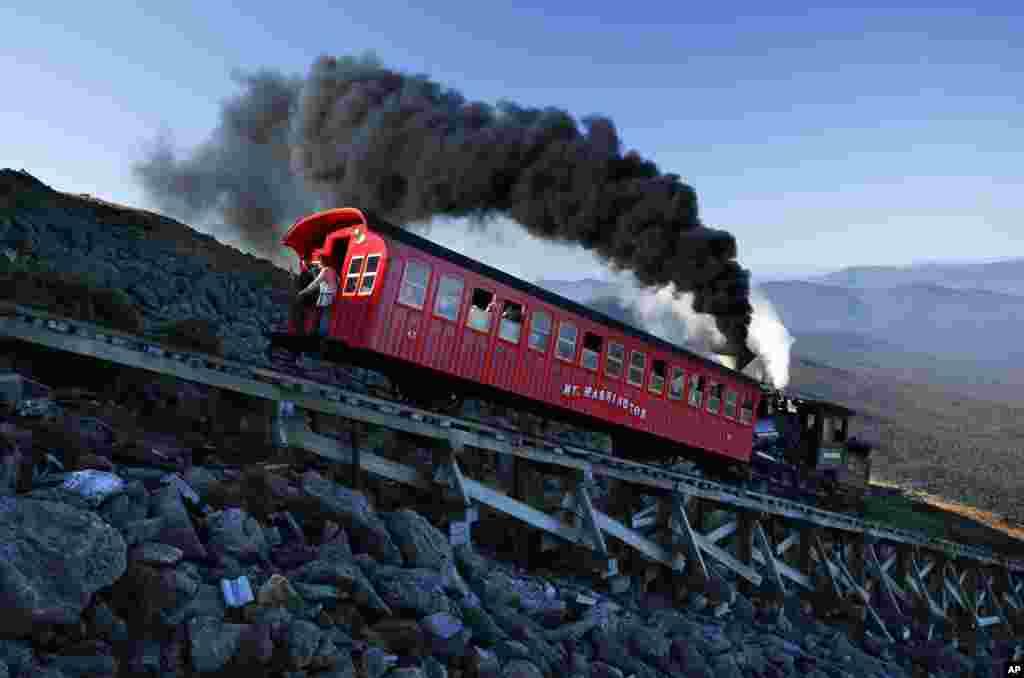ម៉ាស៊ីនប្រើចំហាយទឹកក្នុងសម័យមុនមួយធ្វើរុញទូររថភ្លើងមួយនៅលើផ្លូវរថភ្លើង Cog Railway ក្នុងការធ្វើដំណើរចម្ងាយ៣,៨ម៉ាលទៅលើកំពូលភ្នំ Washington ដែលមានកម្ពស់៦.២៨៨ហ្វីតនៅក្នុងរដ្ឋ New Hampshire សហរដ្ឋអាមេរិក។