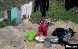 Displaced Syrian women who fled from southern Idlib wash clothes in Afrin, Syria February 7, 2020. REUTERS/Khalil Ashawi - RC2SVE9Q1Z67