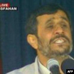 وقايع روز: گاردين ميگويد آتش زدن تصاویر علی خامنه ای در شیراز، مشهد و تبریز نیز تکرار شده بود