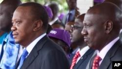 Le président kenyan Uhuru Kenyatta, à gauche, et son vice-président William Ruto, lors d'un défilé à Nairobi, Kenya, 1er mai 2017.