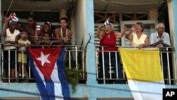 Empresarios cubano estadounidenses ven con desconfianza las relaciones entre el gobierno cubano y la jerarquía de la iglesia católica en la isla.