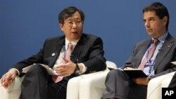 Bộ trưởng Tài chính Bồ Đào Nha Vitor Gaspar (phải) và phó Thống đốc Ngân hàng Ngân hàng Nhà nước Trung quốc Yi Gang