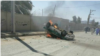 تصویری از به آتش کشیده شدن خودروی نیروی انتظامی توسط معترضان در سراوان