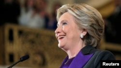 លោកស្រី Hillary Clinton ថ្លែងទៅកាន់អ្នកគាំទ្ររបស់លោកស្រីអំពីលទ្ធផលនៃការបោះឆ្នោតនៅសណ្ឋាគារមួយក្នុងសង្កាត់ Manhattan ក្រុងញូវយ៉ក កាលពីថ្ងៃទី៩ ខែវិច្ឆិកា ឆ្នាំ២០១៦។