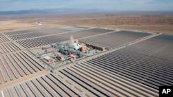 Une vue aérienne d'un champ de panneau solaire au Maroc, le 4 février 2016.