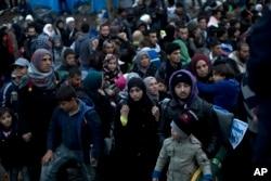 Từ đầu năm tới nay, hơn 680.000 di dân và người tị nạn đã vượt Địa Trung Hải tới Châu Âu để tránh chiến tranh và nghèo đói ở Trung Đông, Châu Phi và Á Châu.