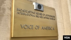 Une plaque sur le bâtiment de Voice of America à Washington, D.C.