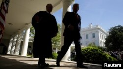 U.S. President Donald Trump walks with Justice Anthony Kennedy at the White House in Washington, April 10, 2017. (REUTERS/Joshua Roberts)
