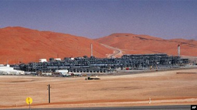 Industrial plant strips natural gas from crude oil at Saudi Aramco's Shaybah oil field, Shaybah, Saudi Arabia (file photo).