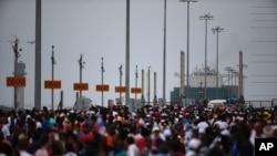 پس از افتتاح کانال تعریض شده یک کشتی چینی با ۹ هزار کانتینر از آن عبور کرد.