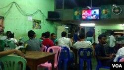 """缅甸仰光""""印度城""""的一家酒馆。殖民时期,仰光的印度裔人口曾经接近50%。(美国之音朱诺拍摄,2013年10月28日)"""