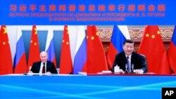 俄羅斯總統普京和中國國家主席習近平6月28日進行視頻峰會。這是新華社發布的視頻會議的截屏。(美聯社提供)