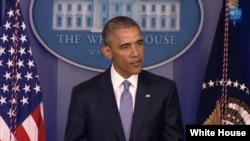 바락 오바마 미국 대통령이 23일 백악관에서 최근 미군의 대테러 무인기 작전 중 미국인 등 인질이 사망한 사실을 발표했다.