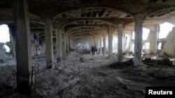 加沙一家被以色列炮弹炸毁的食品工厂(2014年8月14日)