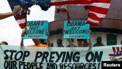 Các nhà hoạt động thuộc nhóm Sanlakas hô khẩu hiệu chống Mỹ trong cuộc biểu tình tại thành phố Quezon để phản đối chuyến thăm của Tổng thống Obama, ngày 27/4/2014.