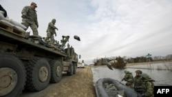 南达科它州国民警卫队员在家乡抗洪