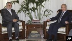 敘利亞副總統夏拉(右)星期天在大馬士革會見伊朗議會國家安全和外交政策委員會負責人布魯杰爾迪