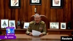 Presidenti Raul Castro duke dhënë njoftimin