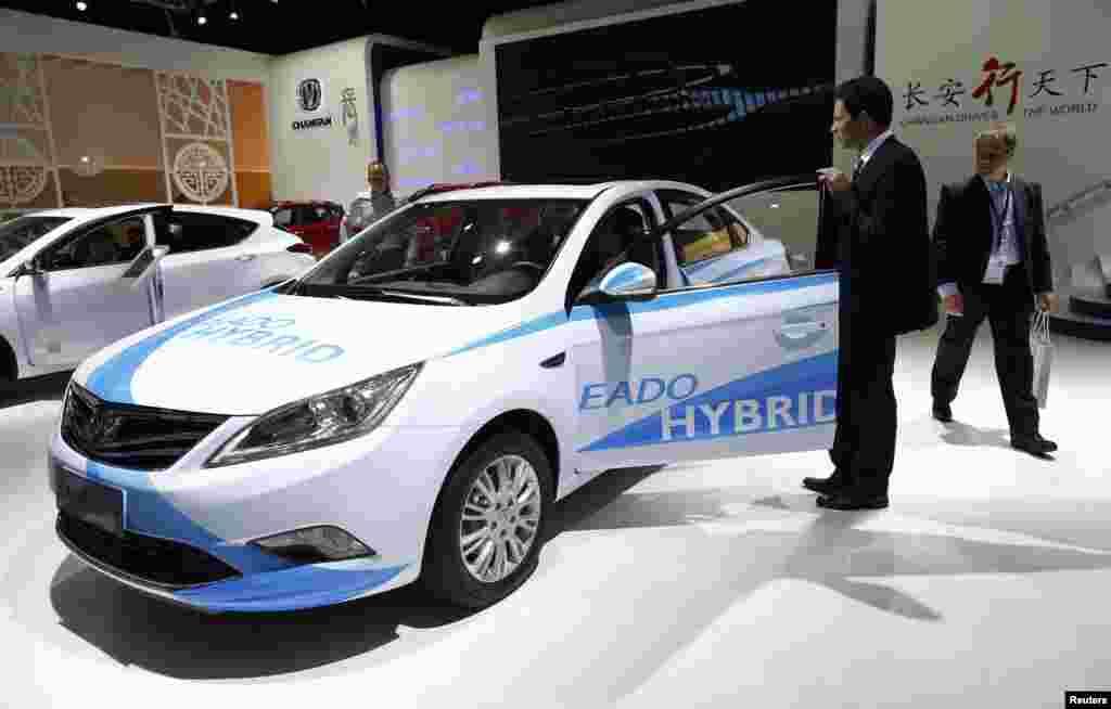 شو میں بجلی سے چلنے والی گاڑیوں کے علاوہ نیٹ ورک کے ذریعے چلنے والی گاڑیوں کے ماڈلز بھی موجود ہیں۔