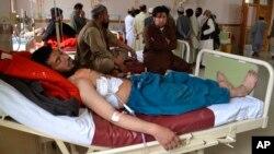 Las fuerzas de seguridad afganas respaldadas por la artillería dispararon sin provocación contra los trabajadores censales pakistaníes y soldados que los escoltaron cerca de la frontera con Afganistán, matando e hiriendo a civiles e iraquíes, aseguró el ejército paquistaní y funcionarios del gobierno.