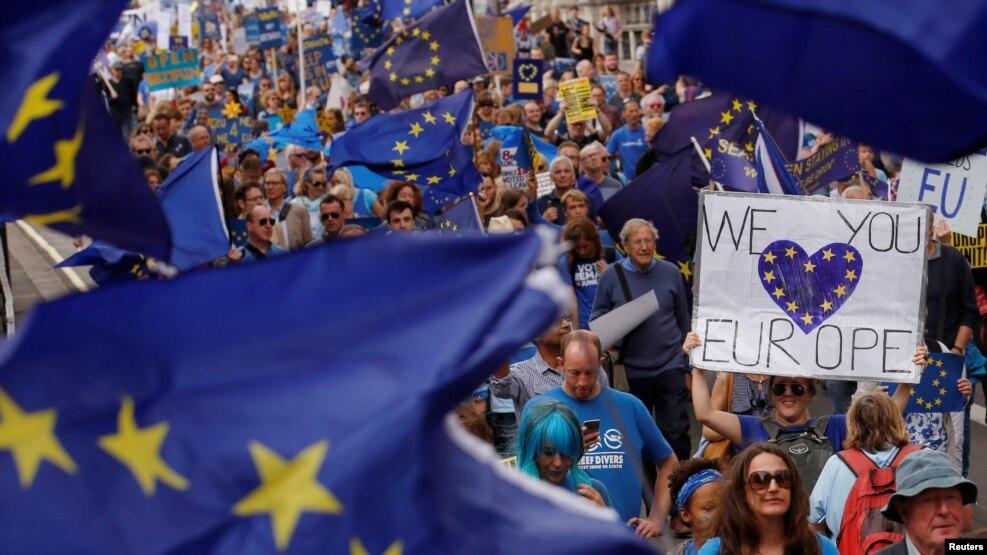Brexit dhe rënia e paundit