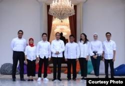 Presiden Joko Widodo memperkenalkan tujuh orang Staf Khusus Presiden di veranda Istana Merdeka, Jakarta, Kamis, 21 November 2019. (Foto: setpres.setneg)