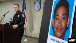 Polisi kota Sacramento, Sam Somers Jr. mengumumkan penangkapan James Tran (dalam gambar) yang didakwa melakukan percobaan pembunuhan terhadap Sersan satu angkatan udara Spencer Stone (4/11).