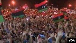 Proslava u Tripoliju, nakon ulaska pobunjenika u grad i potiskivanja Gadhafijevih snaga u izolovane dijelove glavnog grada Libije