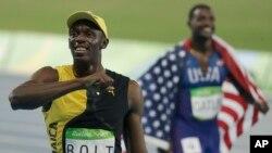 Vận động viên chạy nước rút người Jamaica Usain Bolt ăn mừng chiến thắng ở nội dung thi đấu 100m nam tại Thế vận hội Mùa hè 2016 ở Rio de Janeiro Brazil, ngày 14 tháng 8 năm 2016.
